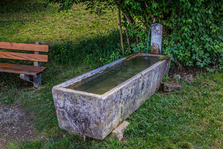 Einfache Wasserfassung (Granittrog)